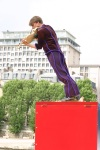 "Colin Pip Dixon in ""Dancing Color Box"", Circus company ""L'Epate en l'Air"" at the Festival de l'Oh, Paris photo by Bernard Sans"